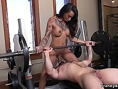 While muscled guy Jaxton Wheeler lifting weights elbow the gym big tits tranny Honey Foxxx shoves bushwa respecting his mouth erratically anal fucked him